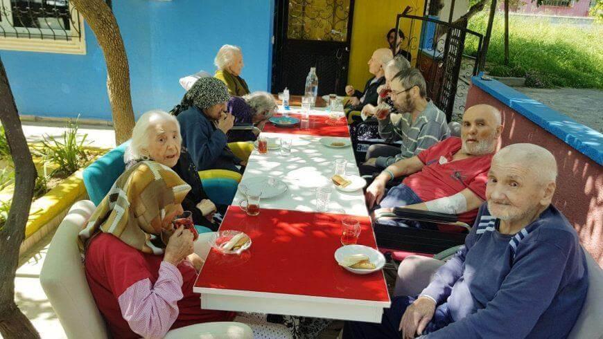 İstanbul Huzurevleri ve İstanbul Yaşlı Bakımevleri